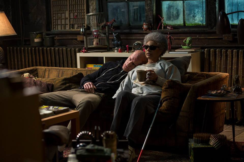 Ryan Reynolds and Leslie Uggams in Deadpool (2016)