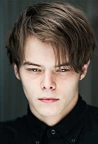 Primary photo for Charlie Heaton