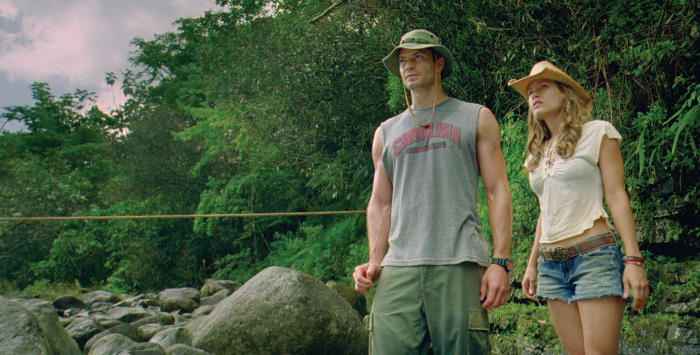 Timothy Olyphant and Kiele Sanchez in A Perfect Getaway (2009)