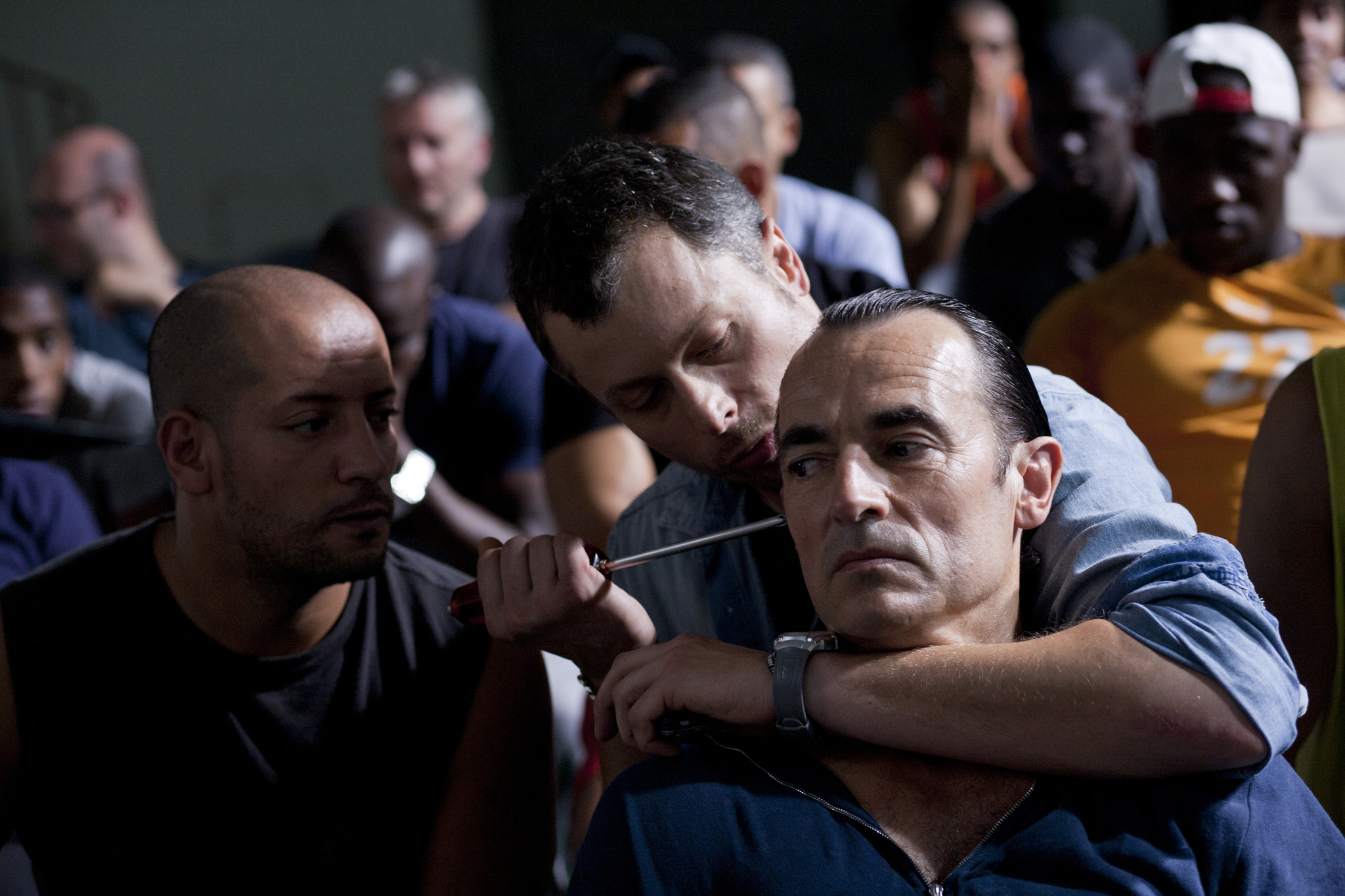 Albert Dupontel and Olivier Schneider in La proie (2011)
