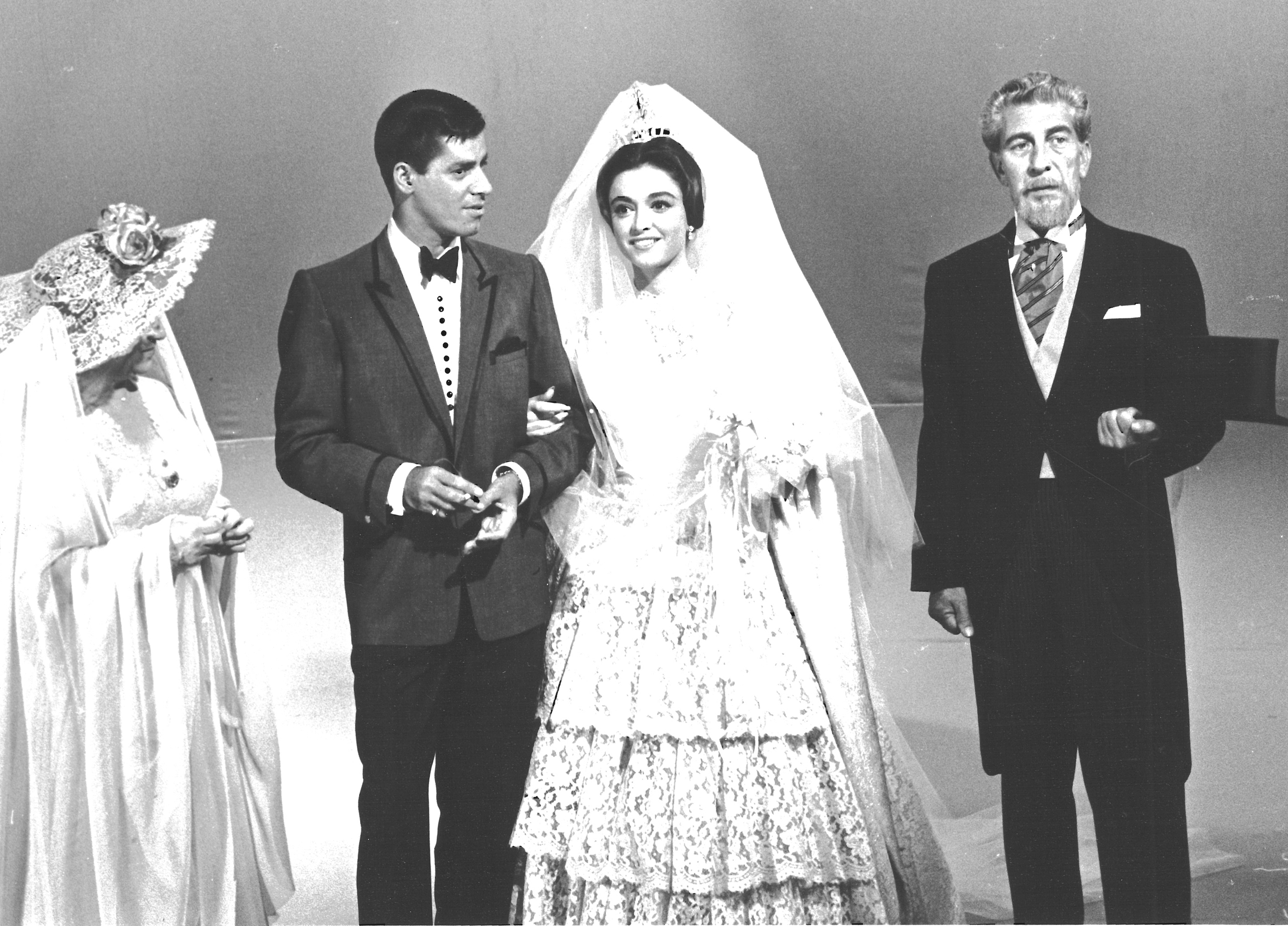 Jerry Lewis, Anna Maria Alberghetti, Eduard Franz, and Molly Picon in Startime (1959)