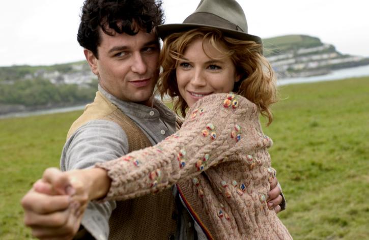 Matthew Rhys dan Sienna Miller dalam film The Edge of Love (2008)
