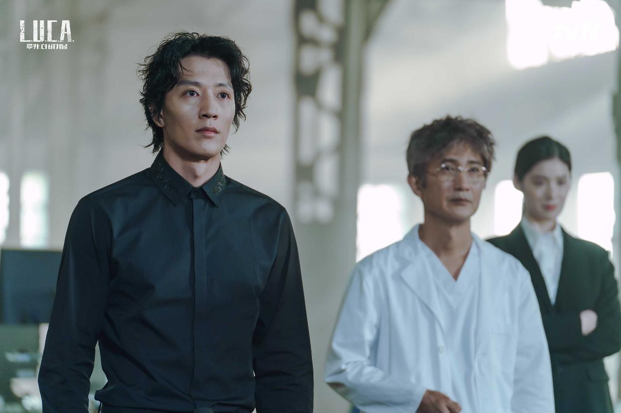 Nae-sang Ahn and Rae-won Kim in L.U.C.A.: The Beginning (2021)