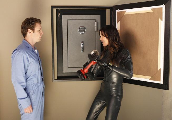 Bret Harrison and Odette Annable in Breaking In (2011)