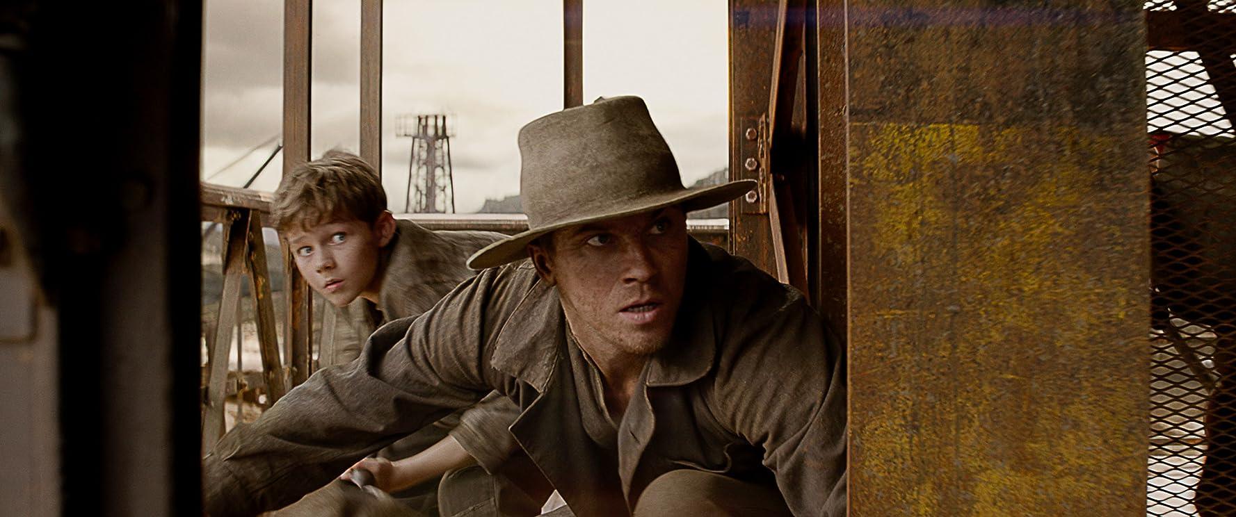 Garrett Hedlund and Levi Miller in Pan (2015)