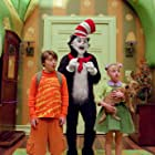 Mike Myers, Spencer Breslin, Dakota Fanning, and Bugsy in The Cat in the Hat (2003)