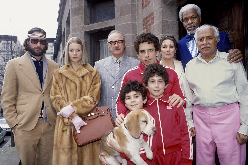 Danny Glover, Gene Hackman, Gwyneth Paltrow, Anjelica Huston, Ben Stiller, Luke Wilson, Jonah Meyerson, Kumar Pallana, and Grant Rosenmeyer in The Royal Tenenbaums (2001)