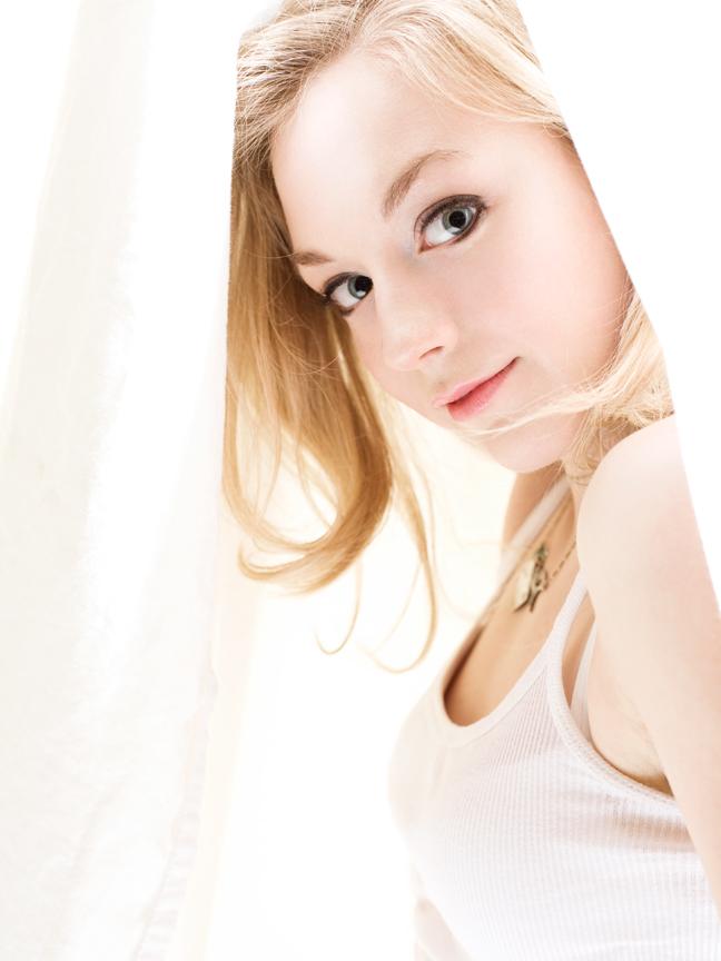 Emily Kinney - IMDb