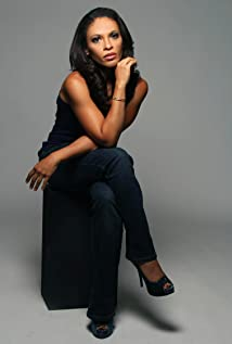 Selena Anduze Picture