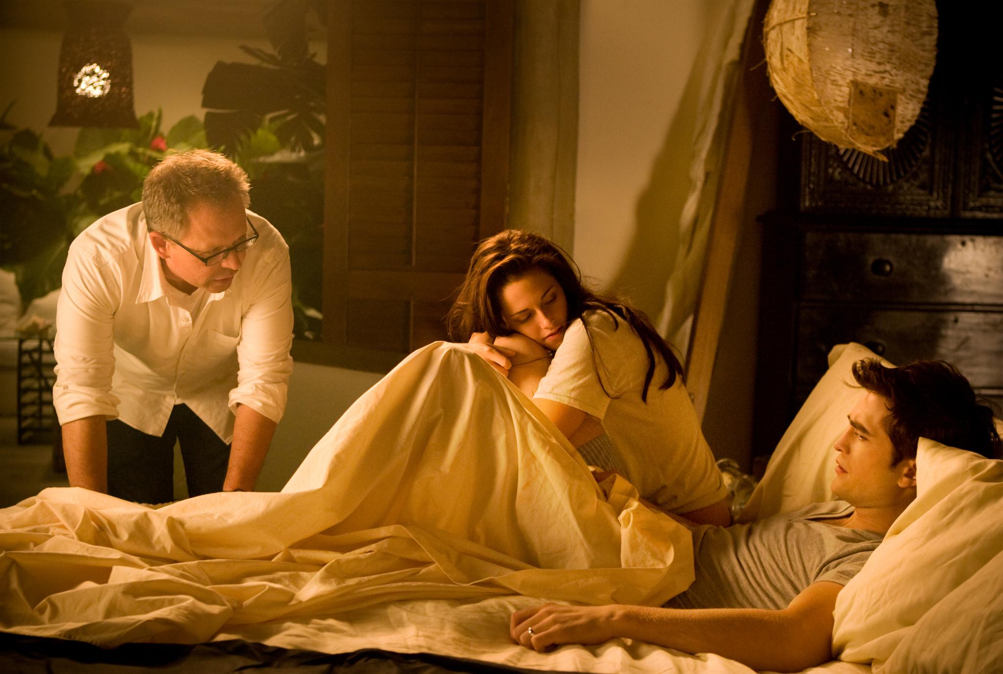 Bill Condon, Kristen Stewart, and Robert Pattinson in The Twilight Saga: Breaking Dawn - Part 1 (2011)