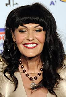 Hilary Devey Picture