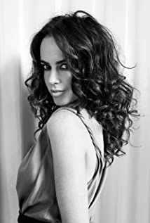 Amy Manson Picture