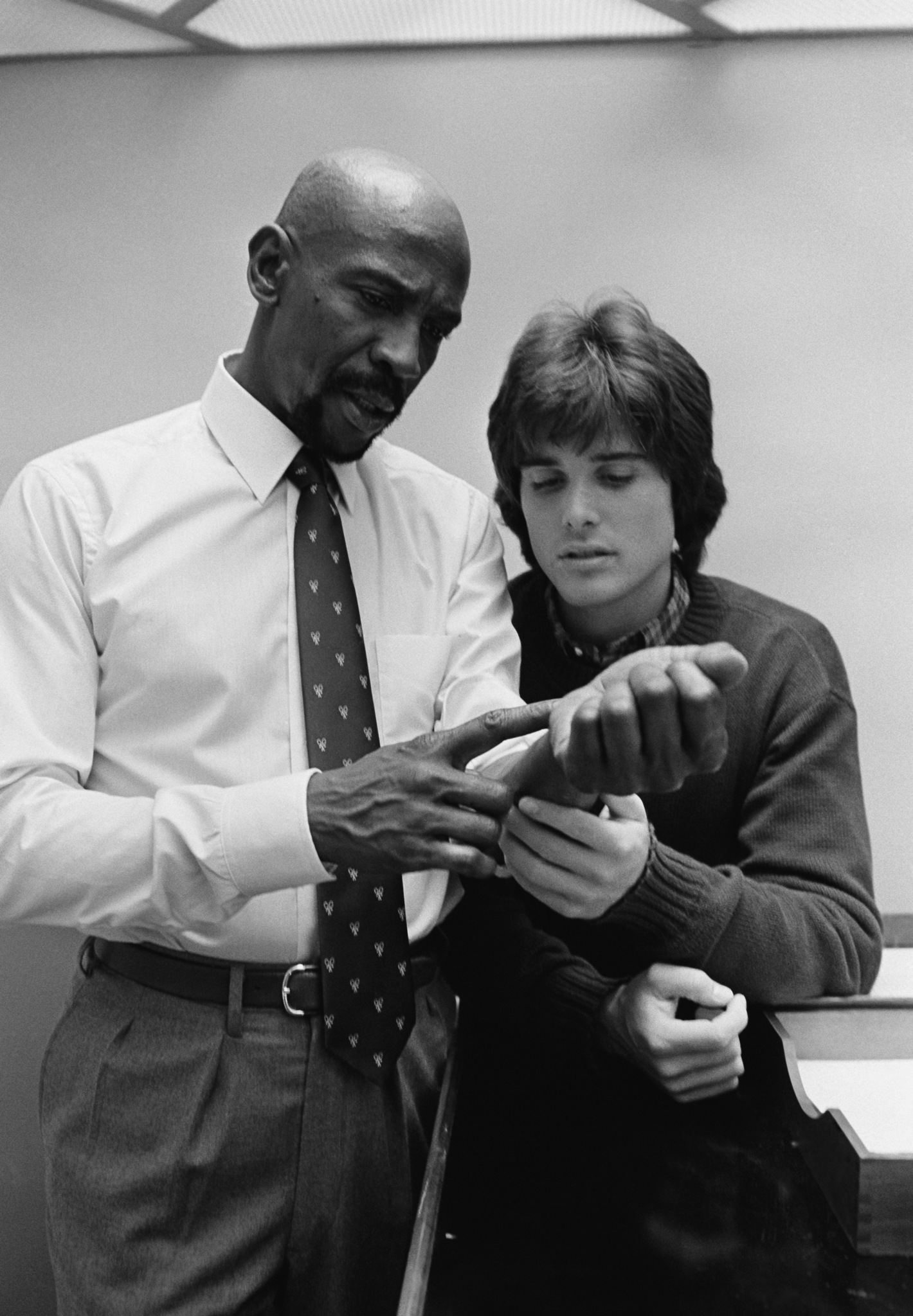 Louis Gossett Jr. and Peter Barton in The Powers of Matthew Star (1982)