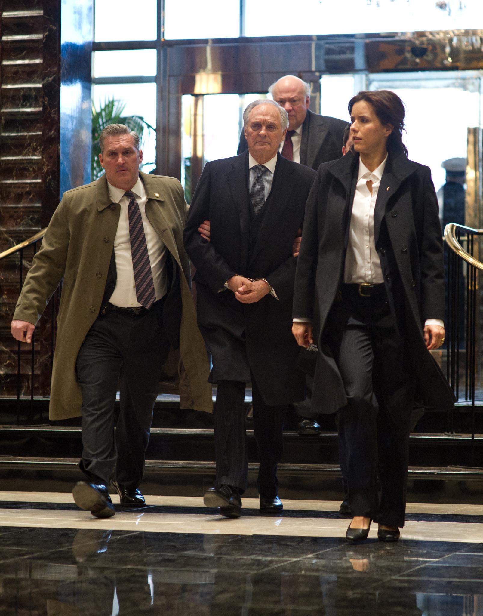 Alan Alda, Téa Leoni, and Stephen McKinley Henderson in Tower Heist (2011)