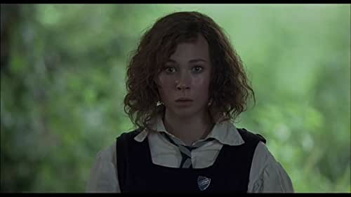 At a British boarding school, a clique of six girls find their dynamic thrown off kilter by the arrival of a beautiful new Spanish student, Fiamma.