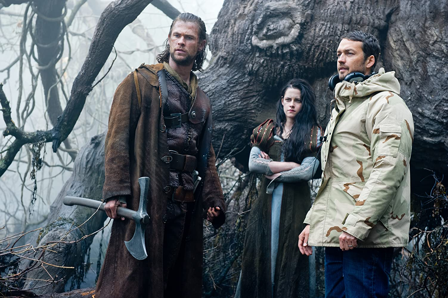 Kristen Stewart, Chris Hemsworth, and Rupert Sanders in Snow White and the Huntsman (2012)