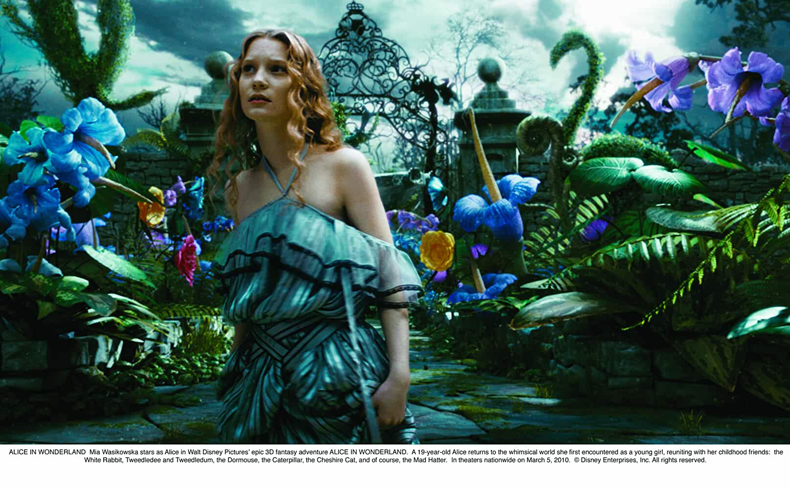 Download Alice in Wonderland (2010) English 720p [500MB] 3