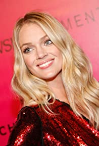 Primary photo for Lindsay Ellingson