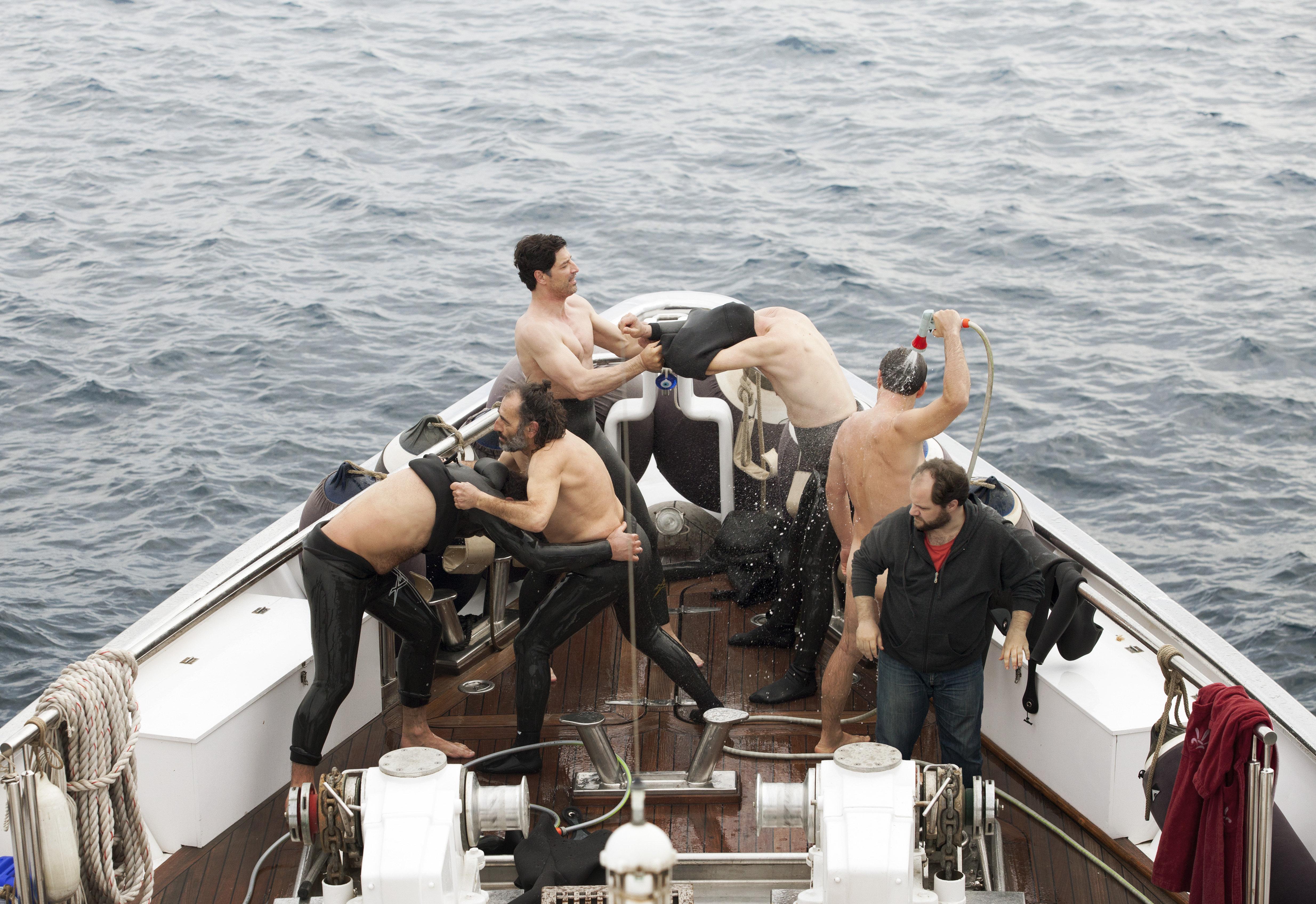 Vangelis Mourikis, Yorgos Pirpassopoulos, Yiorgos Kendros, Sakis Rouvas, Panos Koronis, and Makis Papadimitriou in Chevalier (2015)