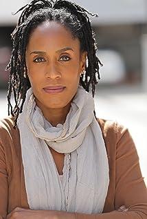 Lyn Alicia Henderson Picture