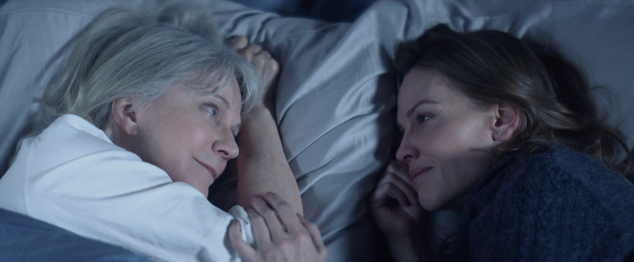 Blythe Danner and Hilary Swank in What They Had (2018)