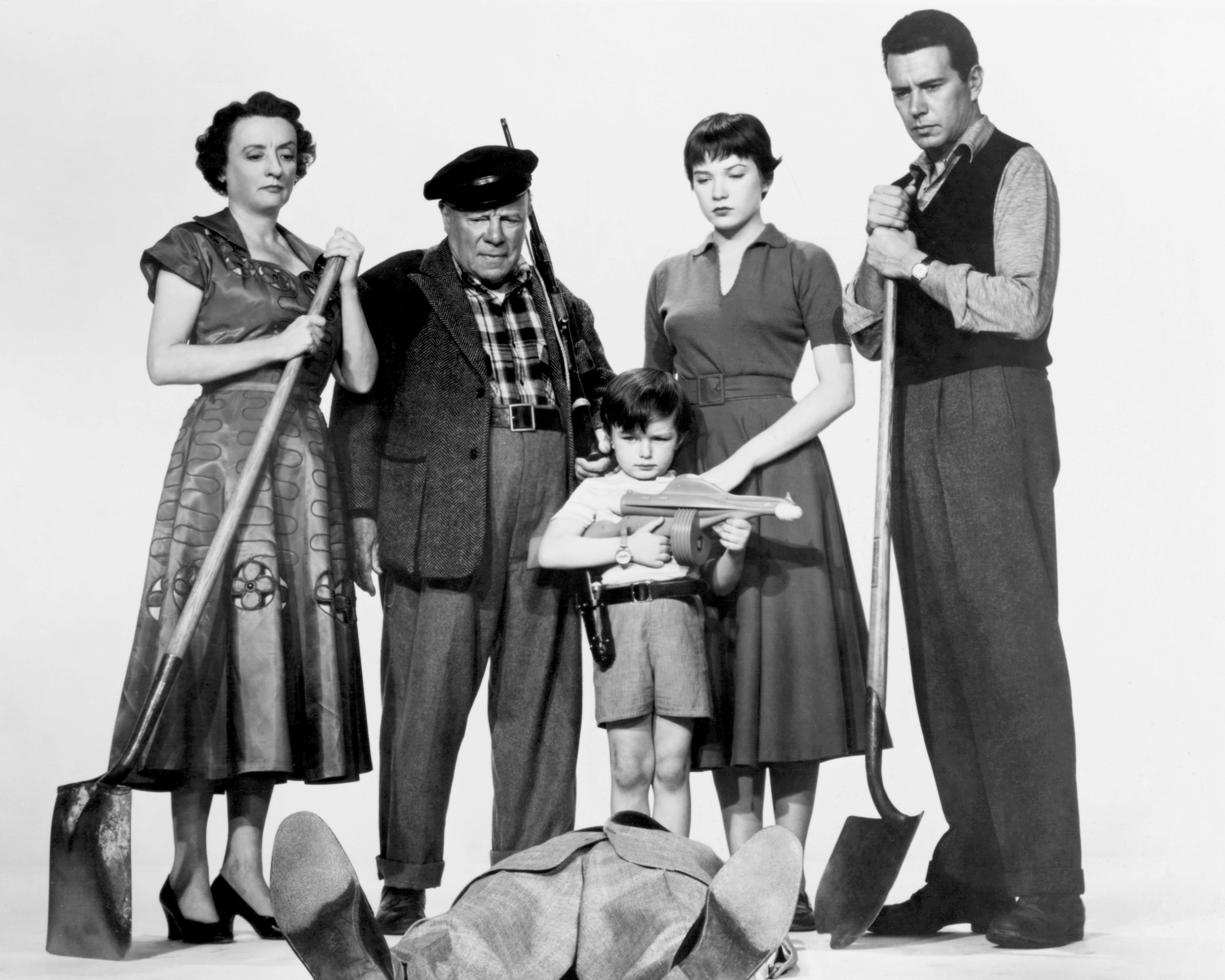 Shirley MacLaine, John Forsythe, Edmund Gwenn, Jerry Mathers, and Mildred Natwick in The Trouble with Harry (1955)