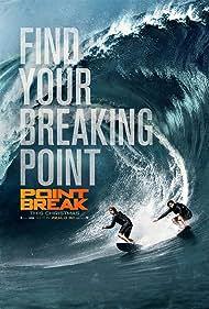 Edgar Ramírez and Luke Bracey in Point Break (2015)