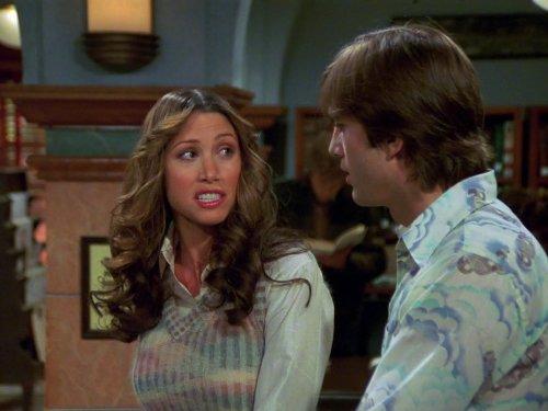 Shannon Elizabeth and Ashton Kutcher in That '70s Show (1998)