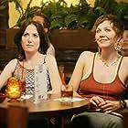 Amanda Foreman and Maggie Gyllenhaal in Happy Endings (2005)
