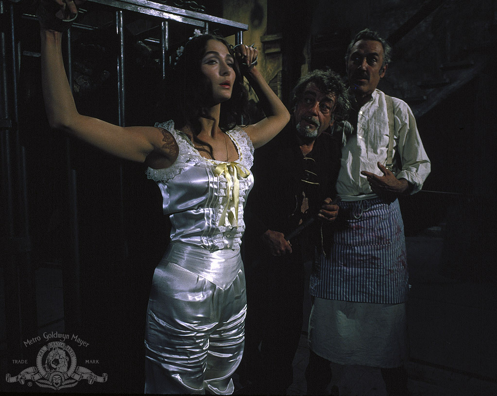 Jason Robards, José Calvo, and Christine Kaufmann in Murders in the Rue Morgue (1971)