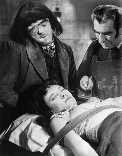 Barbara Burke, Victor Maddern, and Donald Wolfit in Blood of the Vampire (1958)