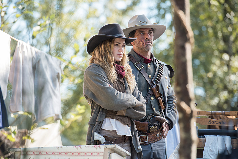 Johnathon Schaech and Caity Lotz in Legends of Tomorrow (2016)