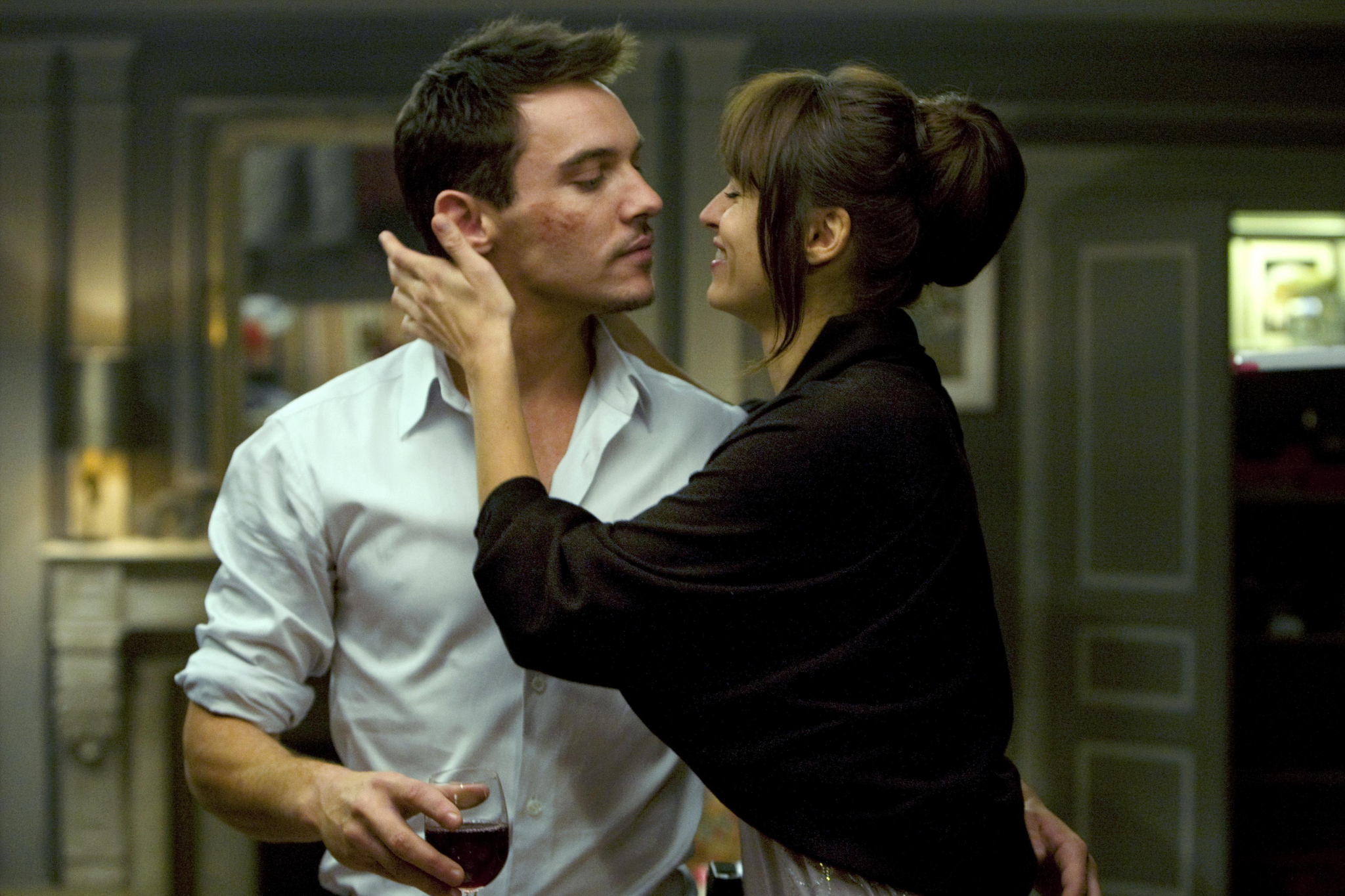 Adegan film From Paris with Love.