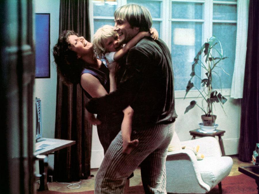 Gérard Depardieu, Guillaume Depardieu, and Dominique Labourier in Pas si méchant que ça (1975)