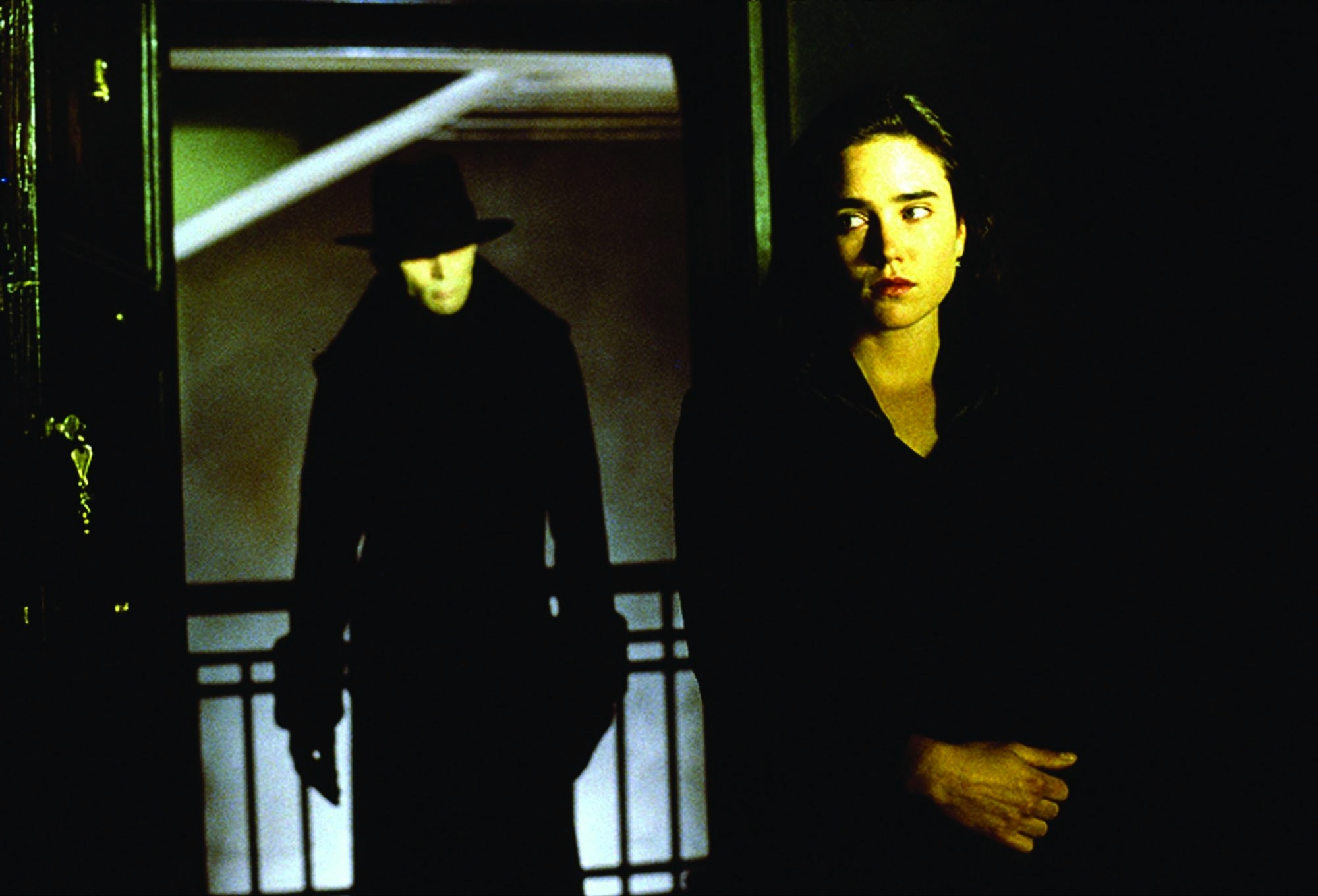 Jennifer Connelly and Richard O'Brien in Dark City (1998)