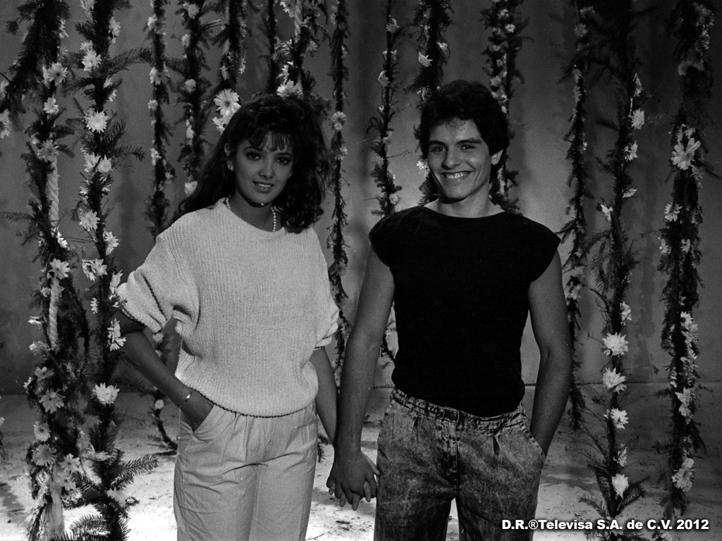 Ernesto Laguardia and Adela Noriega in Quinceañera (1987)
