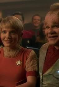 Robert Beltran, Jennifer Lien, Robert Duncan McNeill, Kate Mulgrew, and Ethan Phillips in Star Trek: Voyager (1995)