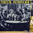 Bette Davis, Leslie Howard, Dick Foran, and Charley Grapewin in The Petrified Forest (1936)