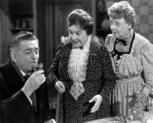 Edward Everett Horton, Jean Adair, and Josephine Hull in Arsenic and Old Lace (1943)