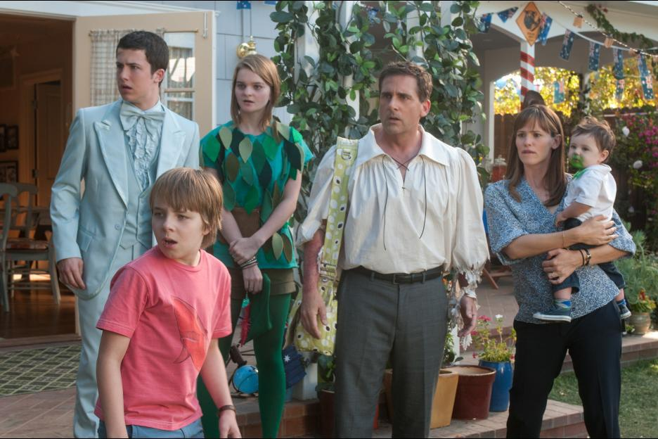 Jennifer Garner, Steve Carell, Kerris Dorsey, Dylan Minnette, Ed Oxenbould, Elise Vargas, and Zoey Vargas in Alexander and the Terrible, Horrible, No Good, Very Bad Day (2014)