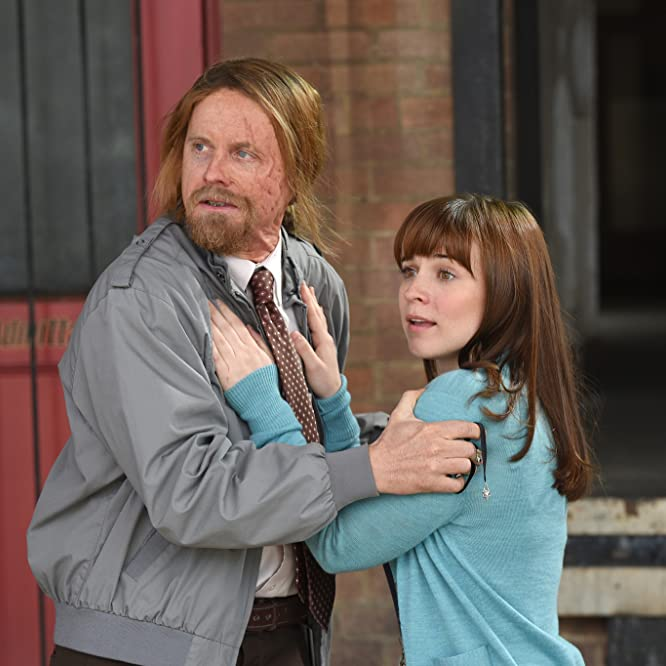 David Hornsby and Renée Felice Smith in It's Always Sunny in Philadelphia (2005)