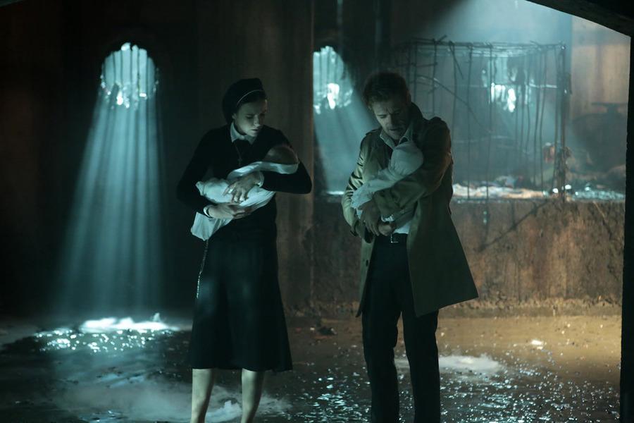 Matt Ryan and Claire van der Boom in Constantine (2014)