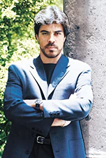 Luis Gatica Picture