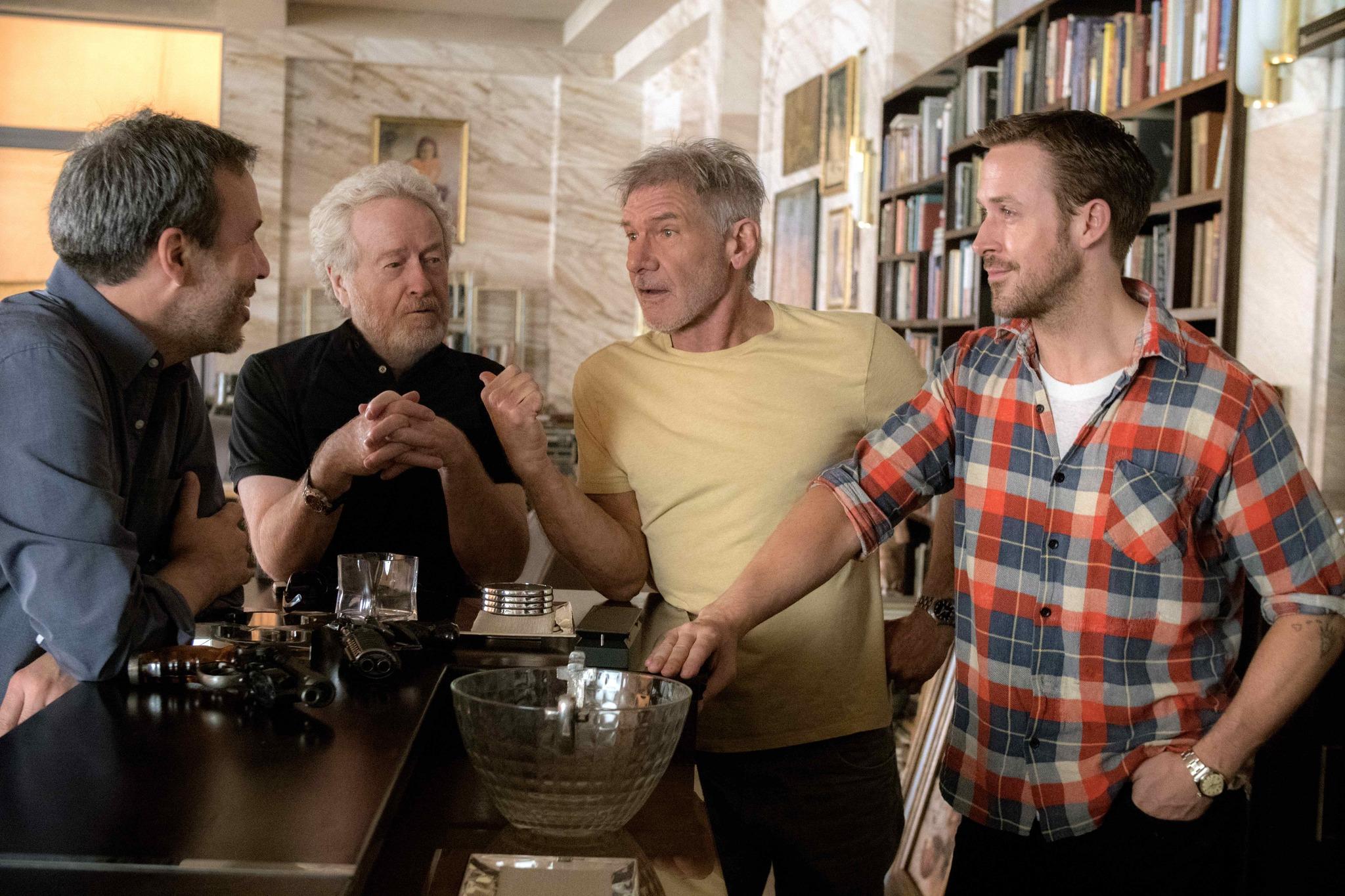 Harrison Ford, Ridley Scott, Ryan Gosling, and Denis Villeneuve in Blade Runner 2049 (2017)