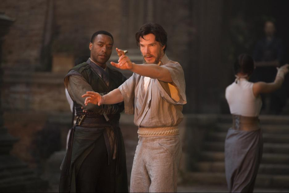 Chiwetel Ejiofor and Benedict Cumberbatch in Doctor Strange (2016)