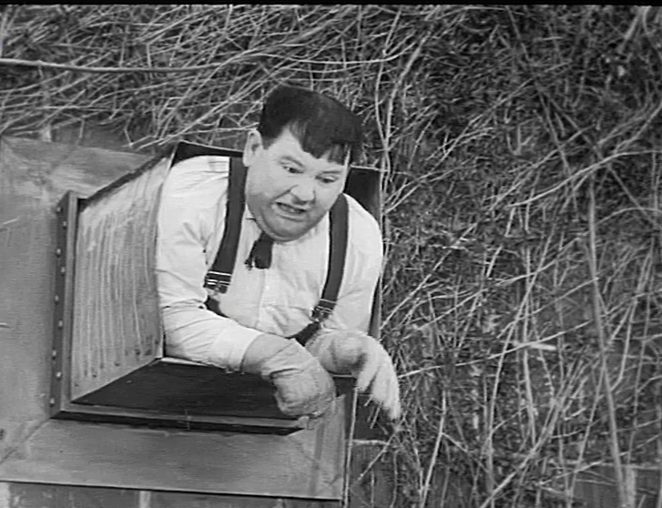 Oliver Hardy in Busy Bodies (1933)