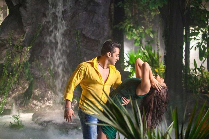 Salman Khan and Jacqueline Fernandez in Kick (2014)