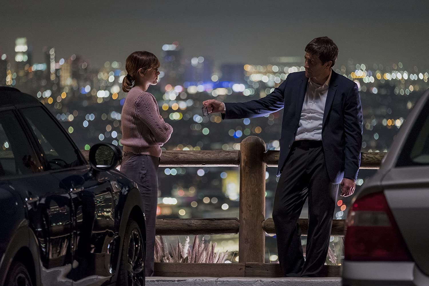 Jake Gyllenhaal and Natalia Dyer in Velvet Buzzsaw (2019)