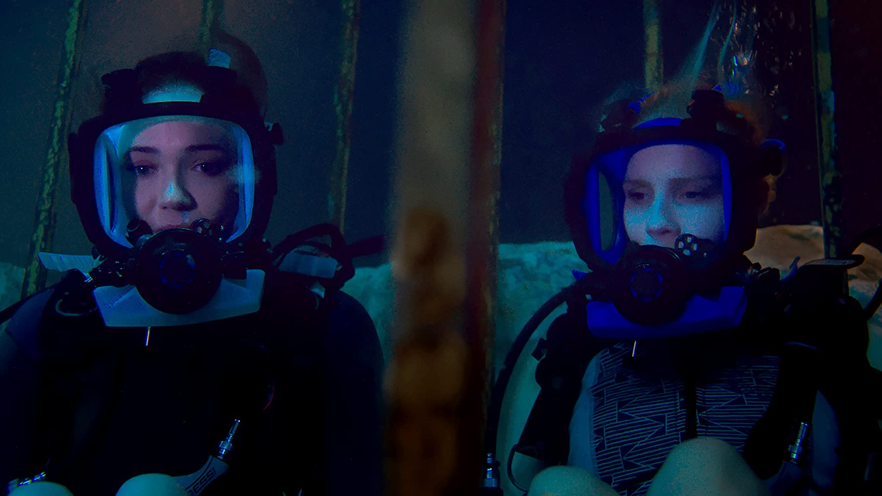 Mandy Moore and Claire Holt in 47 Meters Down (2017)