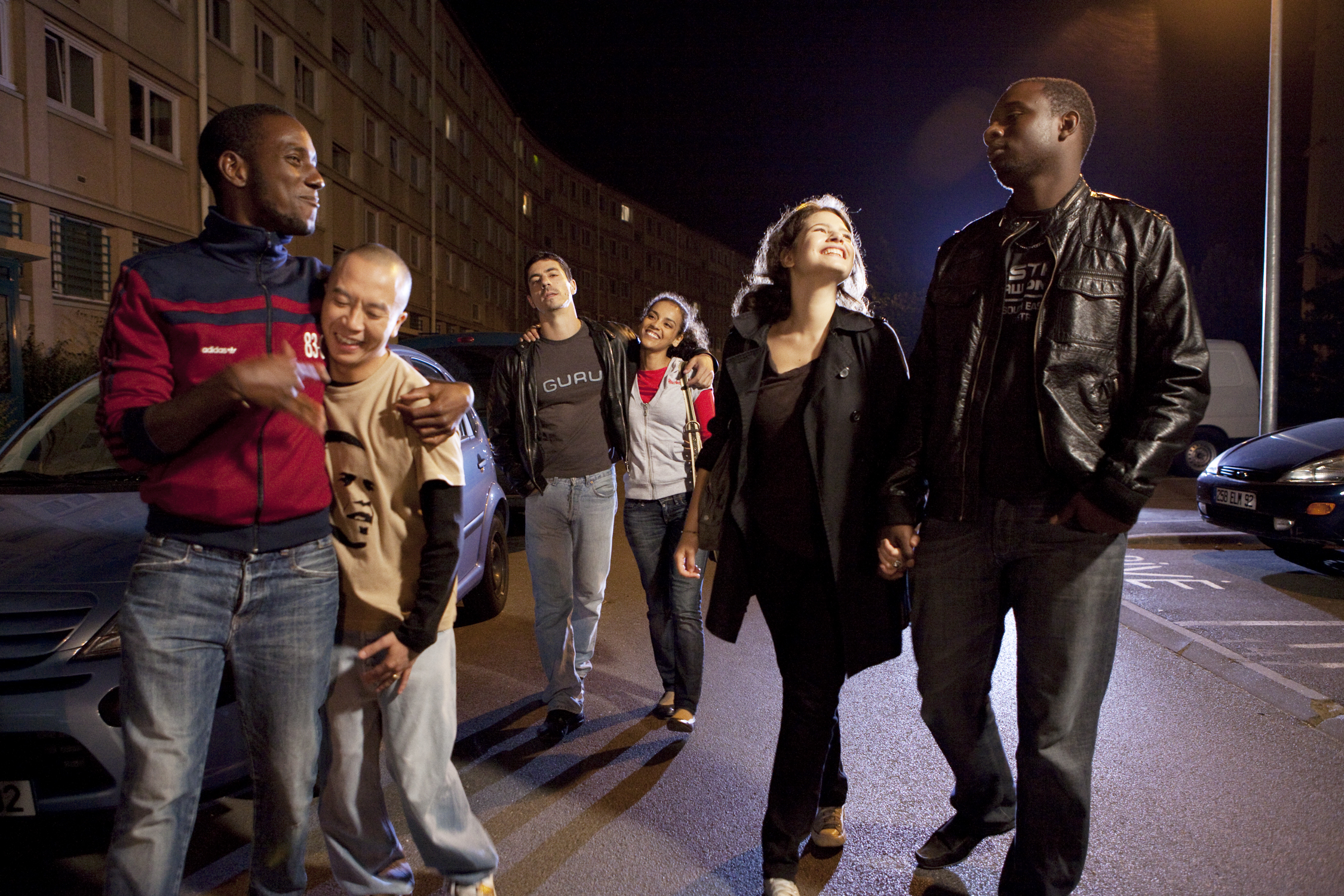 Attilio Di Costanzo, Steve Tran, Oumar Diaw, Dounya Hdia, Andrew Isar, and Lena Friedrich in Obama e(s)t moi (2012)
